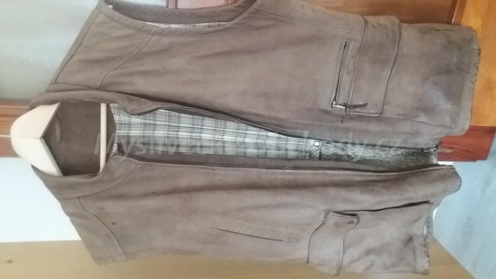 5355ace25b1 Prodám koženou mysliveckou vestu značky Blaser velikosti M s kožušinou  aplikovanou na vnitřní strane.